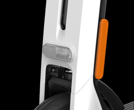 Los reflectores E-MARK garantizan su visibilidad para otros en la carretera.