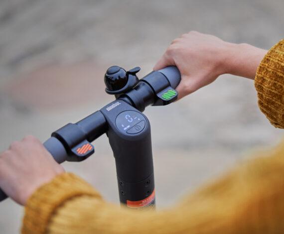 Duurzame handgrepen & in kleur gedifferentieerde hendels voor het stuur