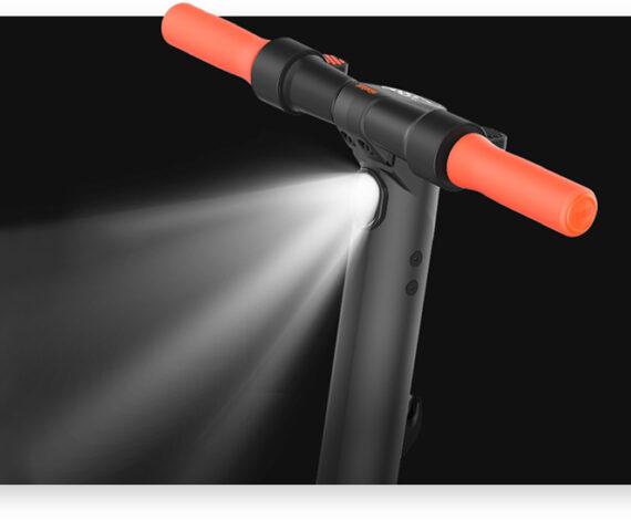 Luzes LED dianteira e traseira integradas