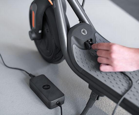 Заряджати KickScooter ще ніколи не було так просто