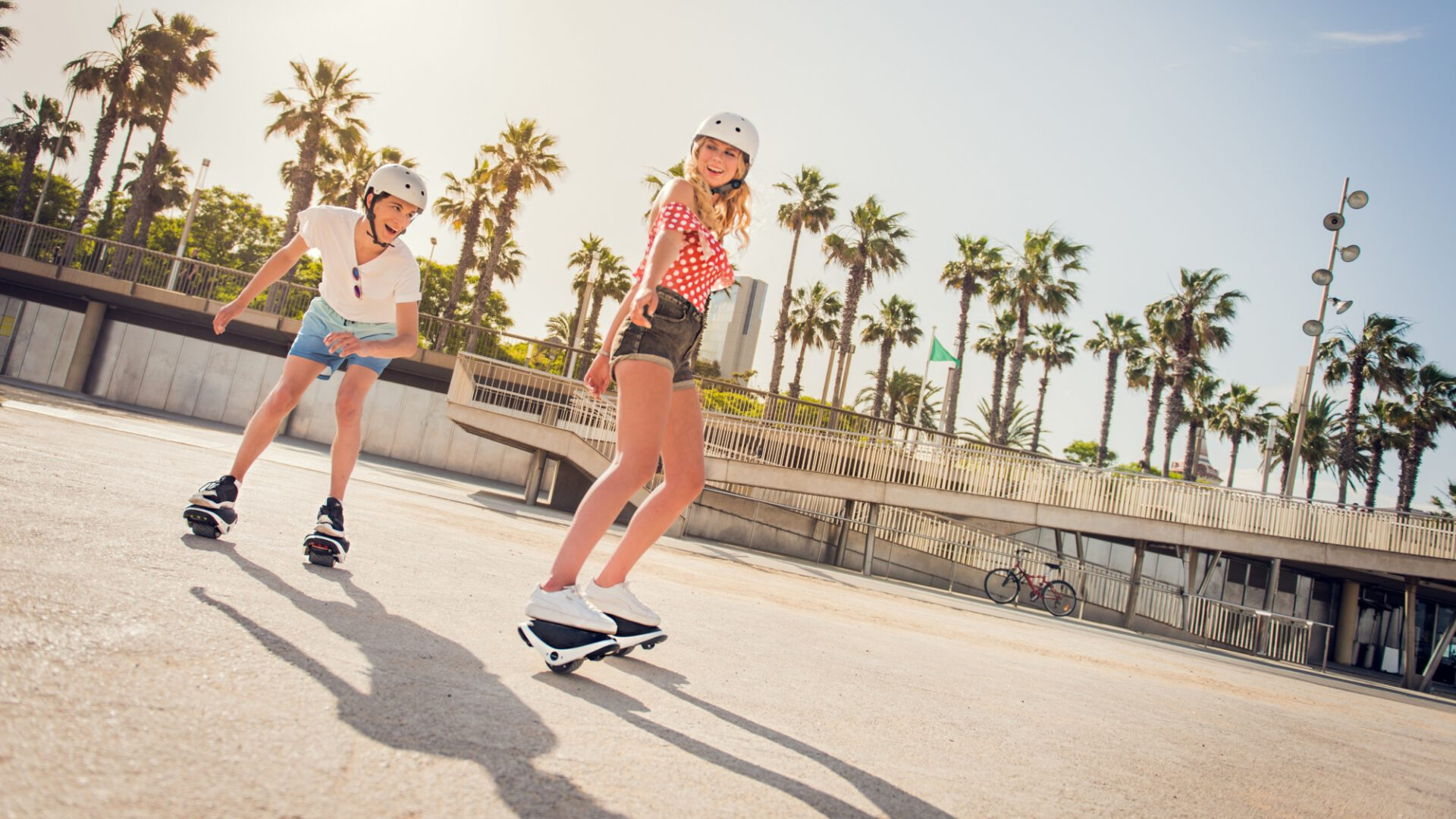 [hero] Two separate self-balancing e-Skates